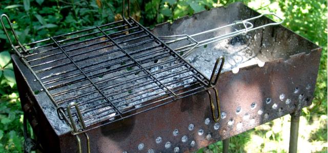 emaillereparatur am grill grill lackieren smoken und grillen. Black Bedroom Furniture Sets. Home Design Ideas