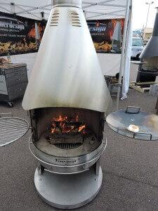grillplatz mit neuem grillkamin