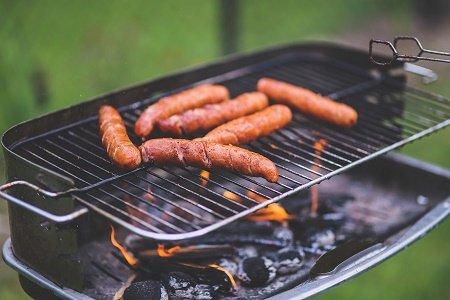 wuerstchen und steak vom grill